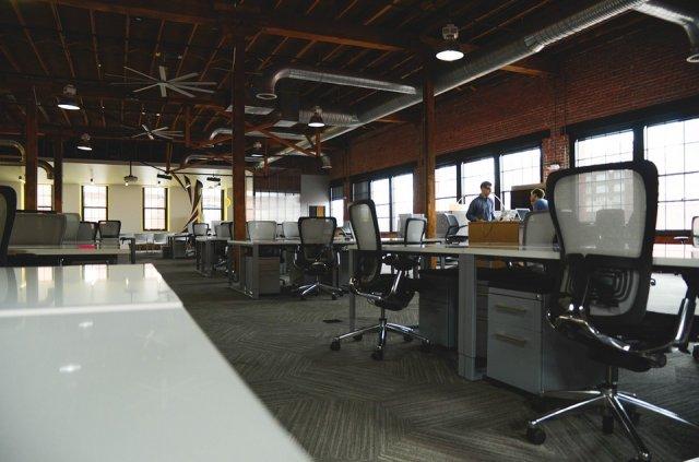8 dicas de ouro para escolher a melhor cadeira de escritório